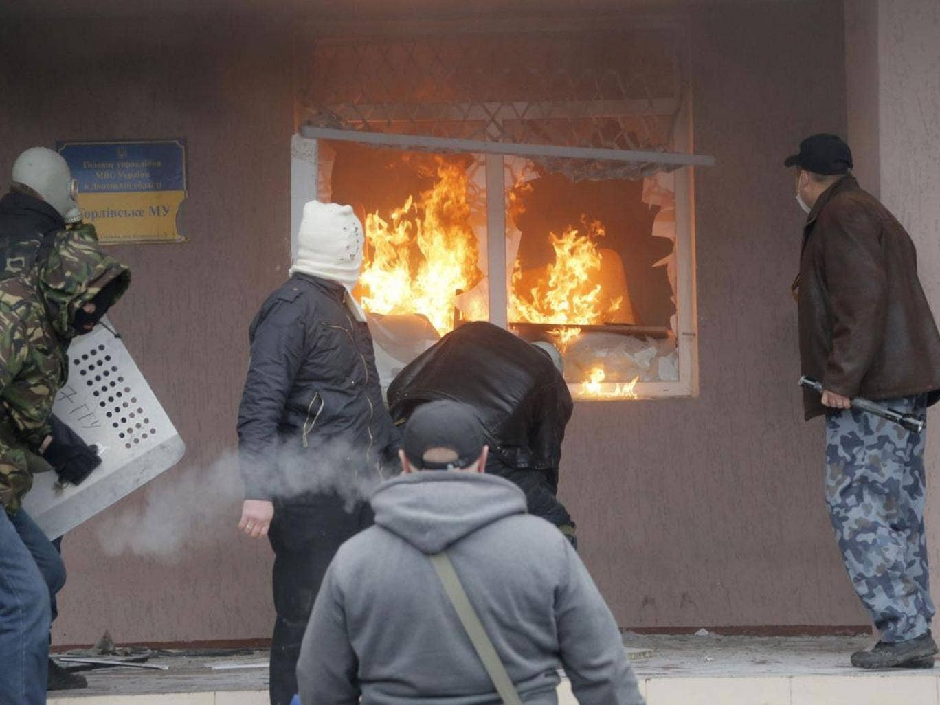 Pro-Russian men attack a police station in the eastern Ukrainian town of Horlivka