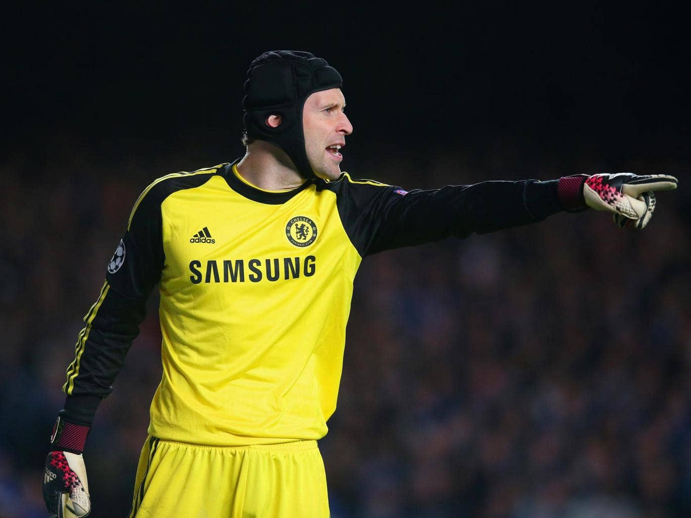 Petr Cech is keen to see how Liverpool deal with the pressure of a Premier League title challenge