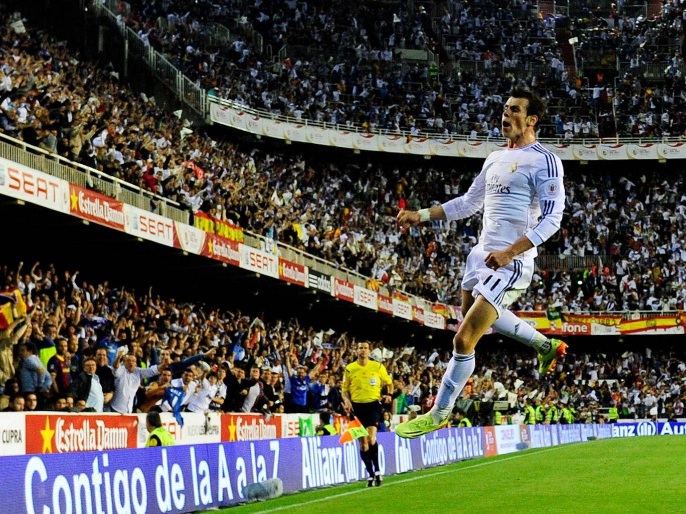 Gareth Bale celebrates scoring the winning goal for Real Madrid in the 2-1 Copa del Rey final victory over Barcelona