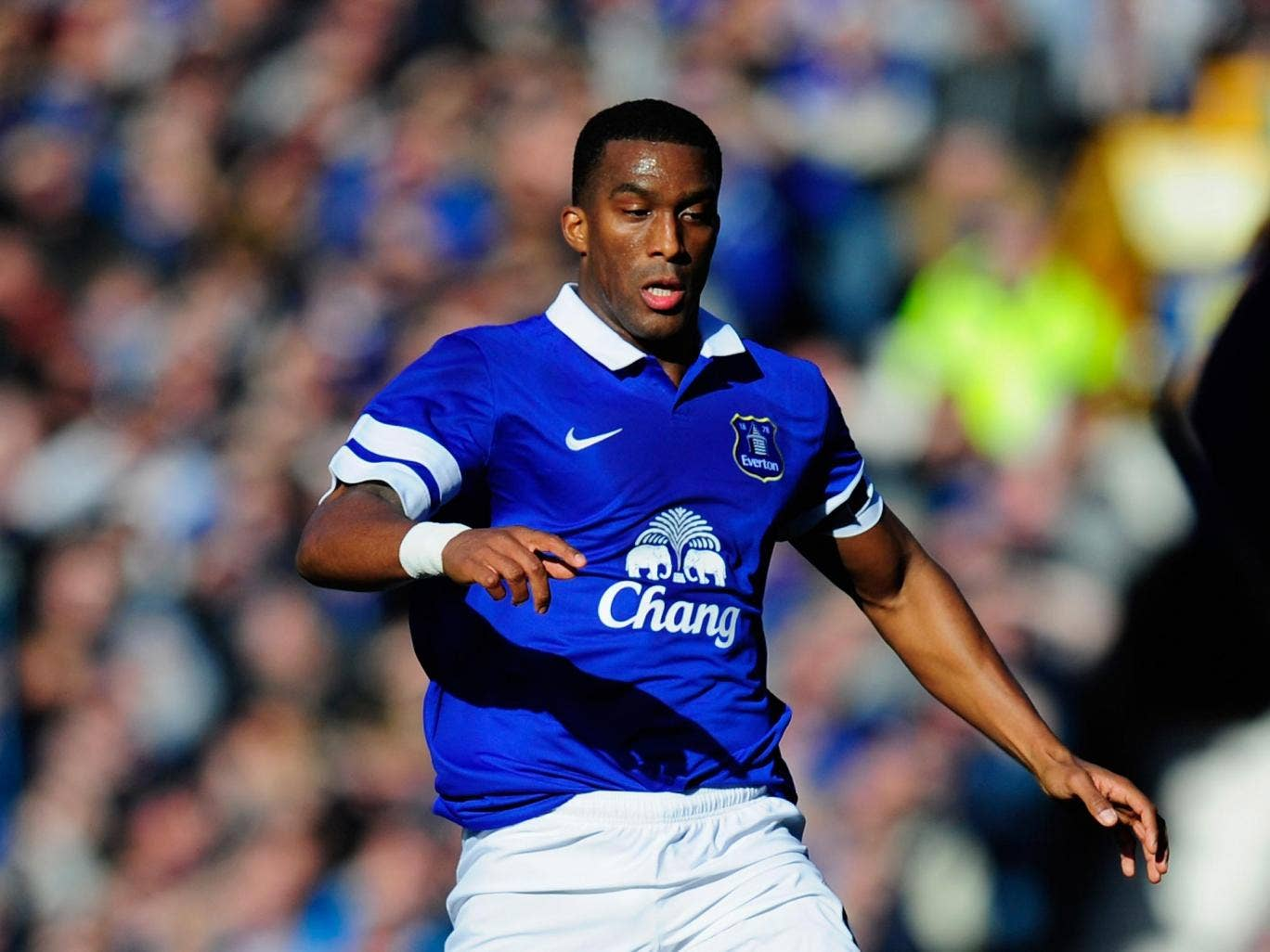 Everton defender Syvain Distin suffered a hamstring injury in the 2-0 victory over Manchester United