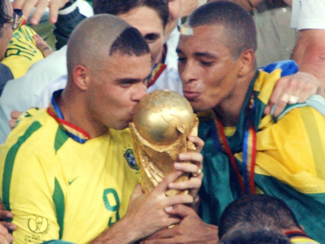 Gilberto Silva pictured alongside Ronaldo after winning the 2002 World Cup