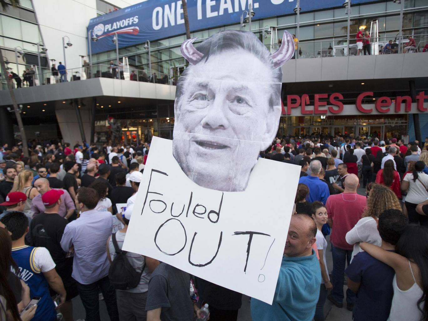 Basketball fans in Los Angeles make their feelings on Donald Sterling clear