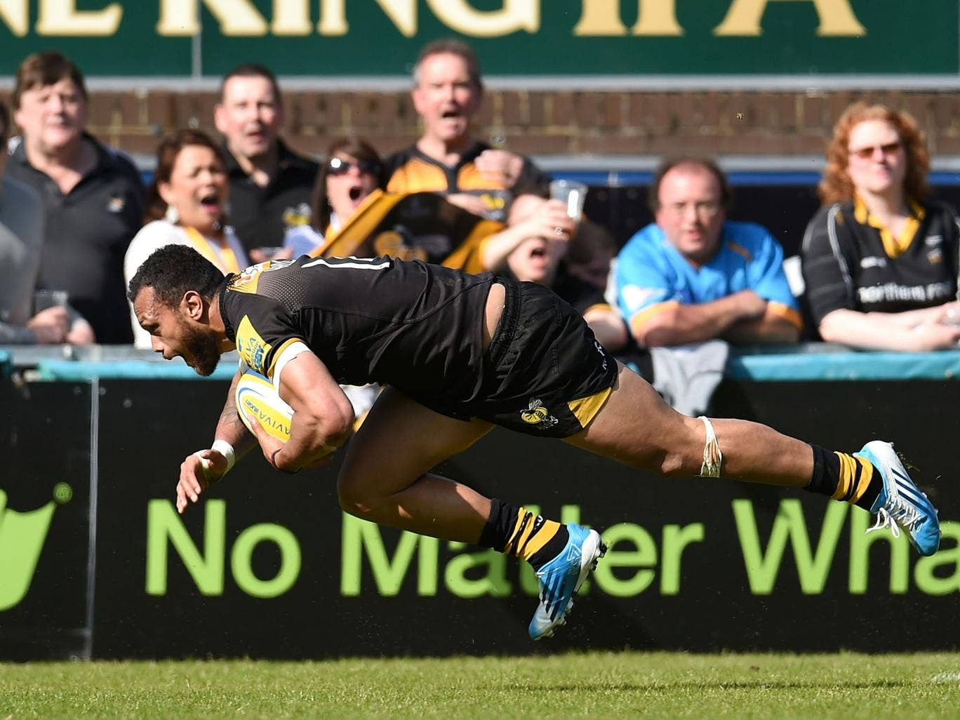 Will Helu scores a try for Wasps