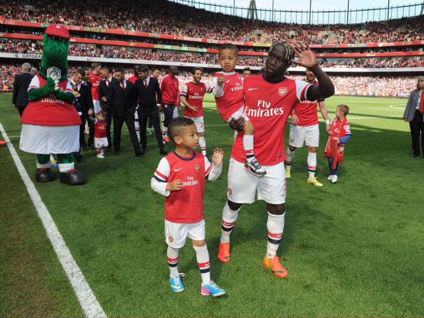 Is Bacary Sagna really waving goodbye to the Emirates faithful?