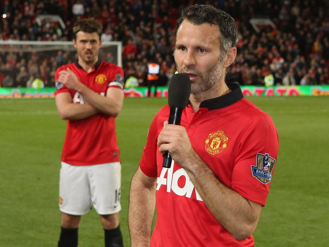 Ryan Giggs addresses the Old Trafford crowd after United's 3-1 win over Hull
