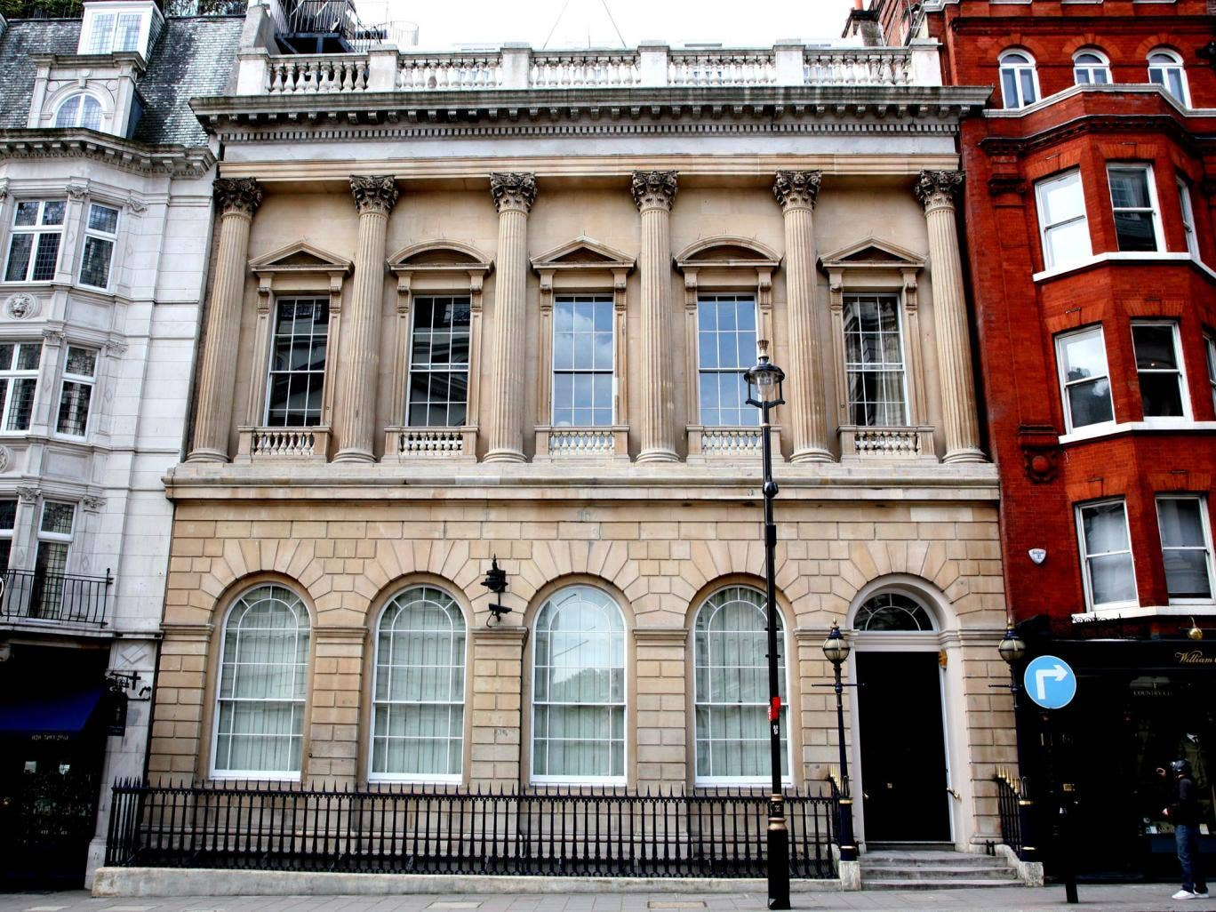 United and Cecil dinners have been held at the Carlton Club in London, which has also given money to the Tories