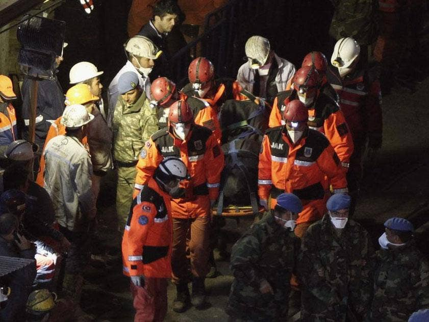 A body of miner is carried to an ambulance in Soma, a district in Turkey's western province of Manisa, late May 16, 2014