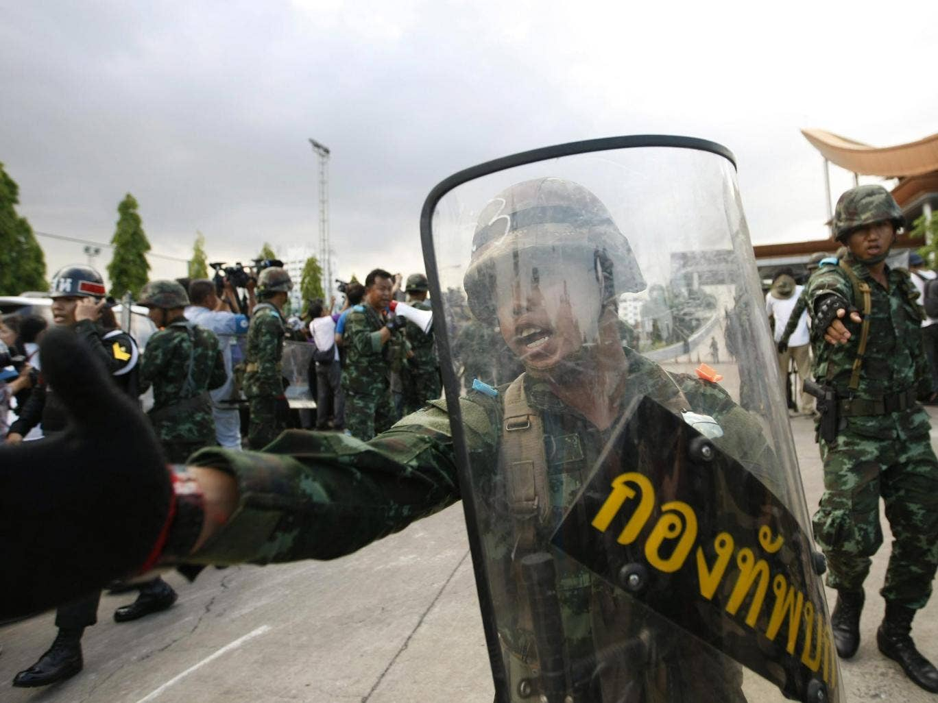 Thai armed soldiers stand guard