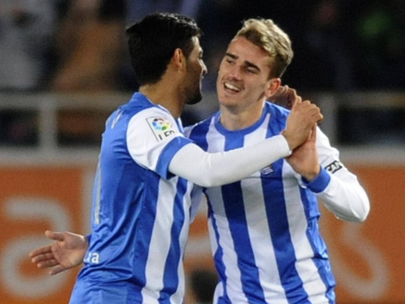 Carlos Vela and Antoine Griezmann celebrate the latter's goal for Real Sociedad against Barcelona