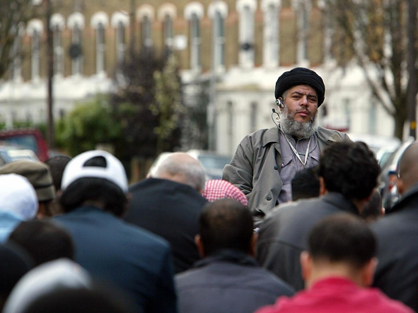 Imam Abu Hamza addresses followers in Finsbury Park in 2004