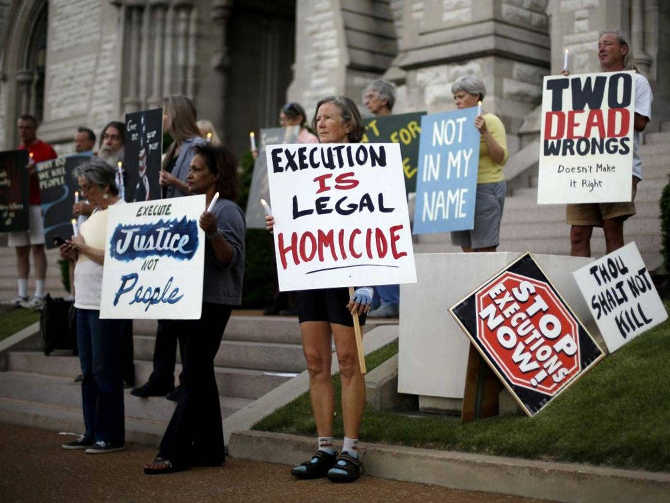 Silent Vigil: Protestors before the scheduled execution of Russell Bucklew, later stayed by the Supreme Court