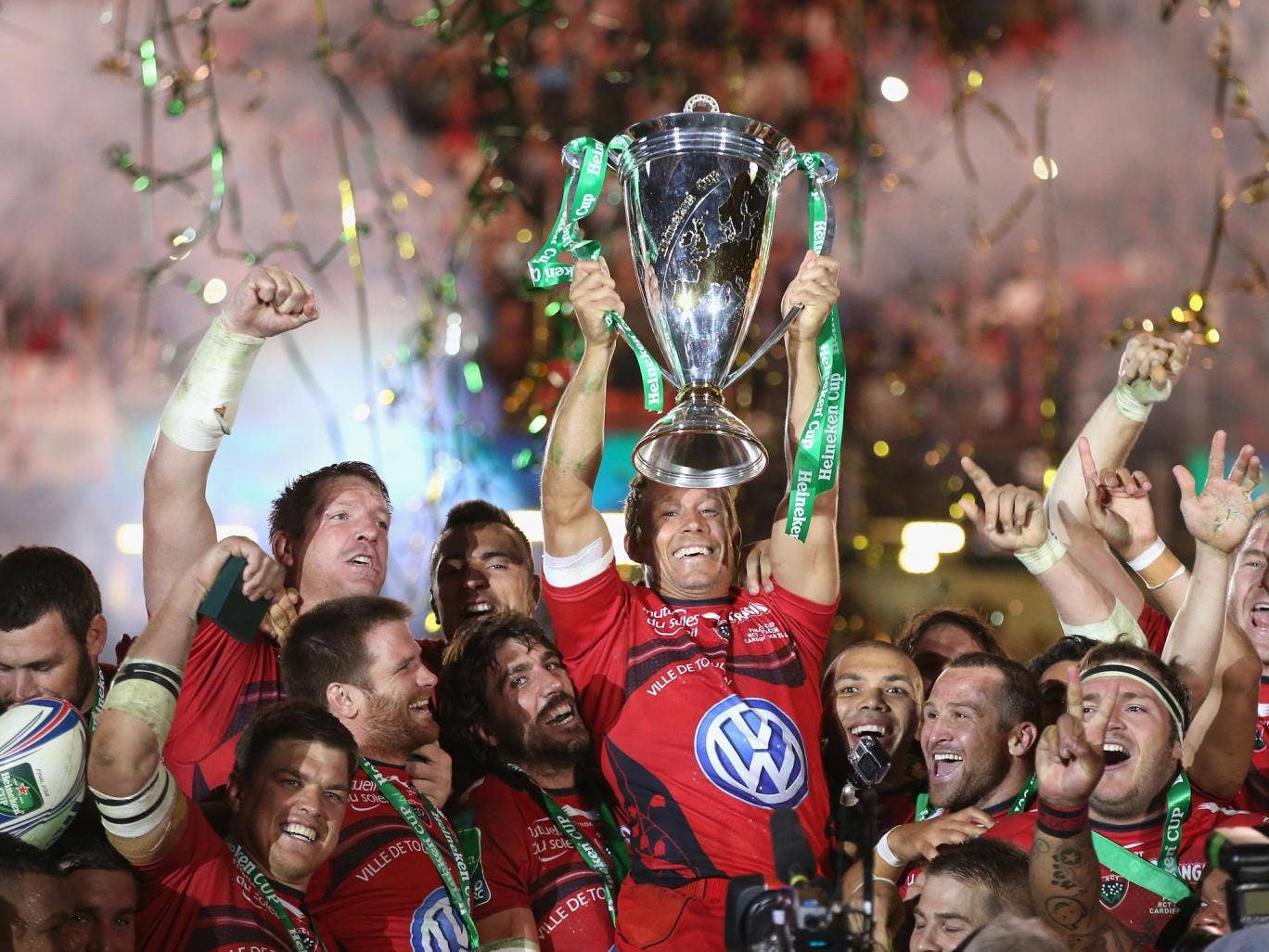 Jonny Wilkinson lifts the Heineken Cup for Toulon