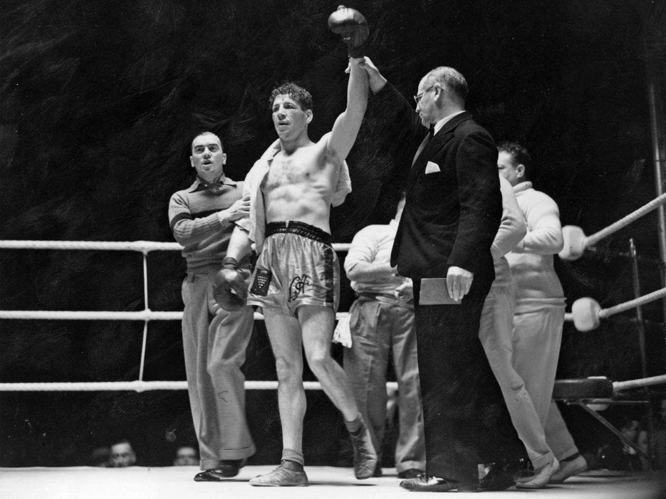 Len Harvey after beating Jock McAvoy in 1939, a fight some reports claim was watched by 200,000 people at the White City Stadium