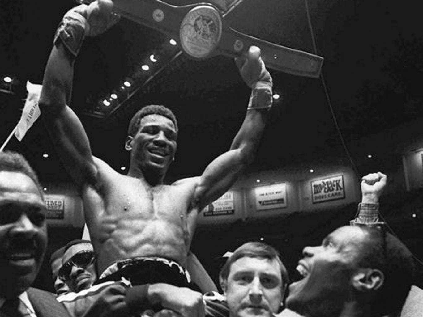 Blood, guts and shattering knockdowns: Muhammad parades the lightheavyweight belt in 1980