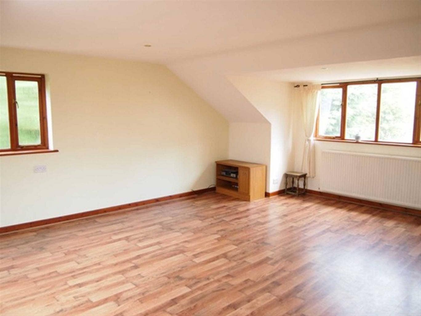Two bedroom flat to rent in Victoria Street, St.Albans AL1. On with Langleys for £825 pcm (£190 pw).