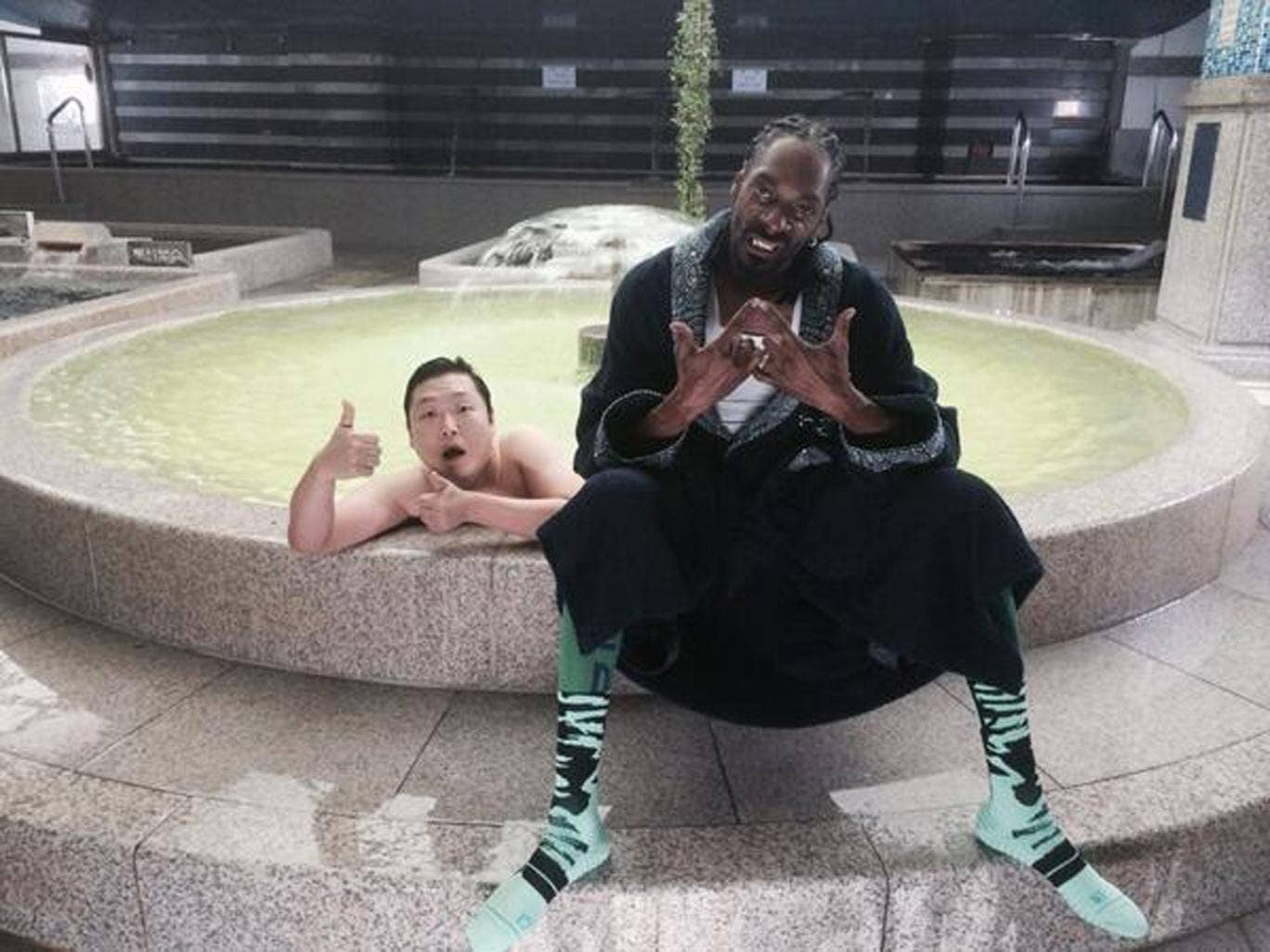 Snoop Dogg appears in Psy's new video 'Hangover'