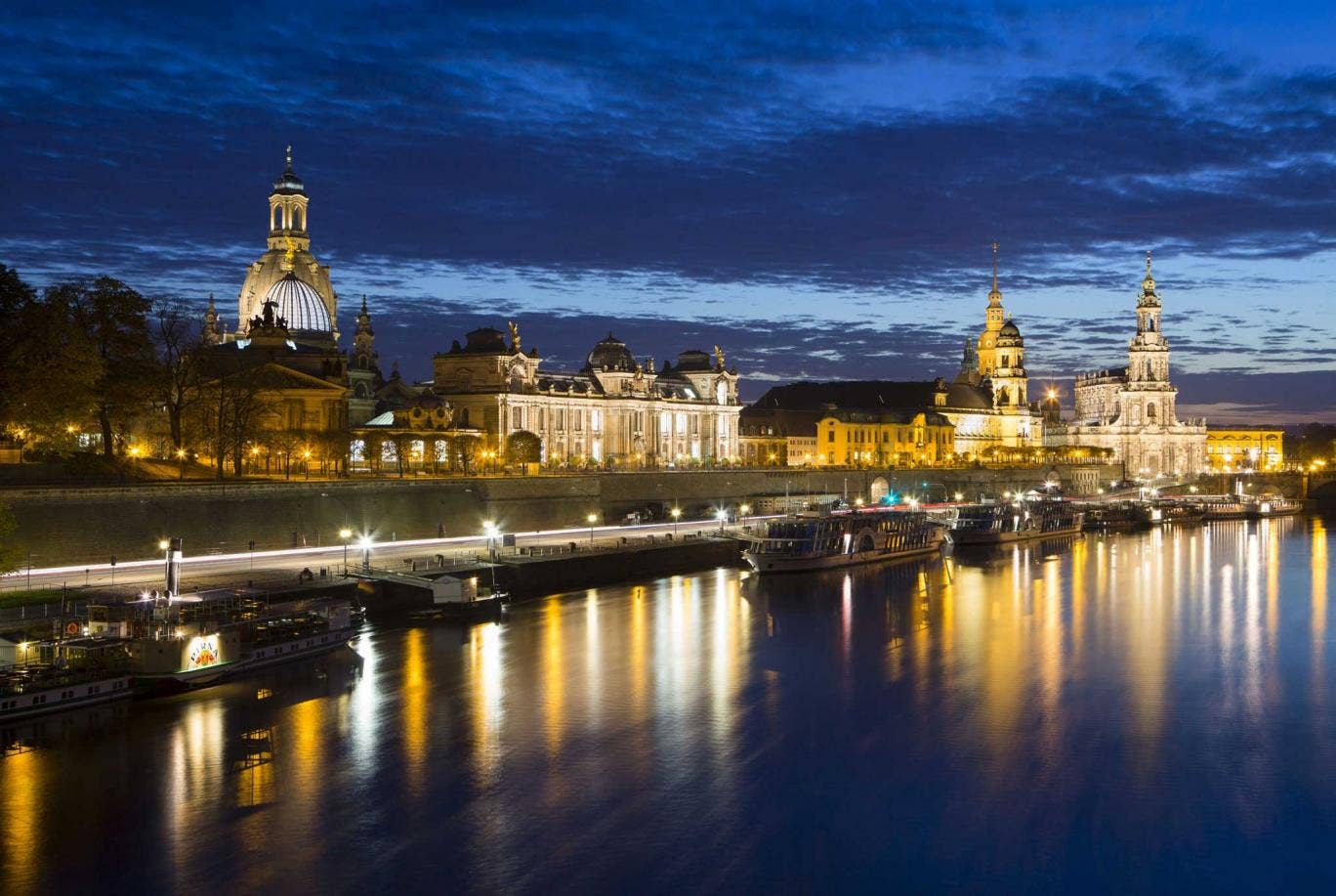 Which English city was twinned with Dresden in 1959 to mark their Second World War experiences?