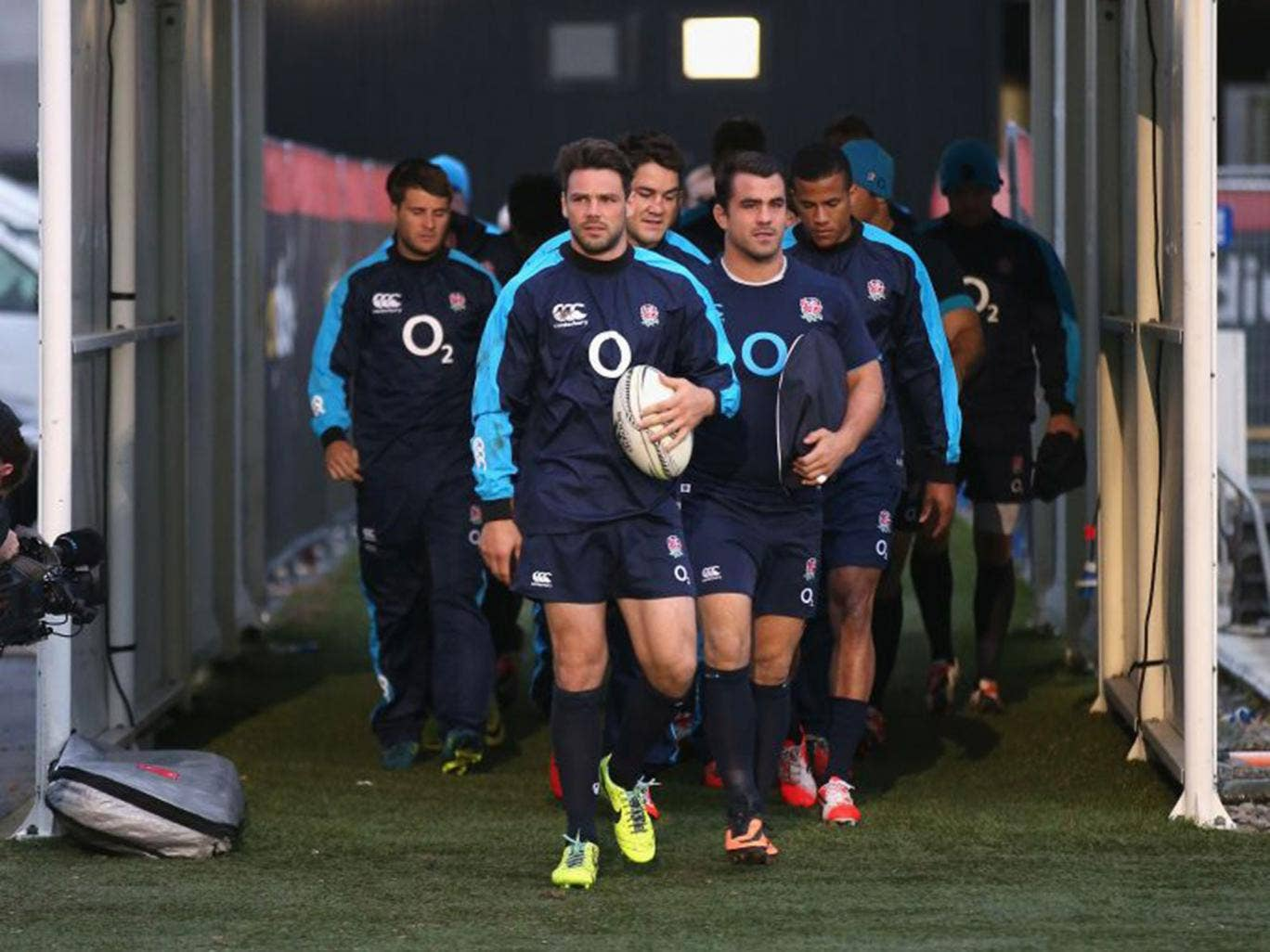 Ben Foden leads the England players on to the pitch during the captain's run at AMI Stadium