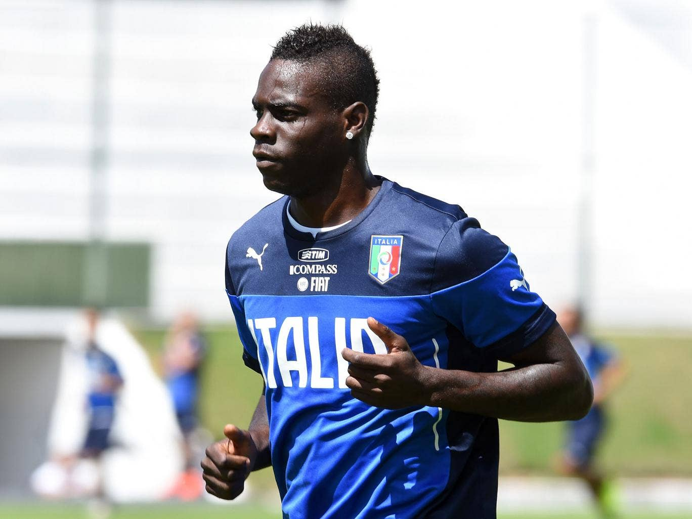 AC Milan are willing to listen to offers of around £30m for Arsenal target Mario Balotelli