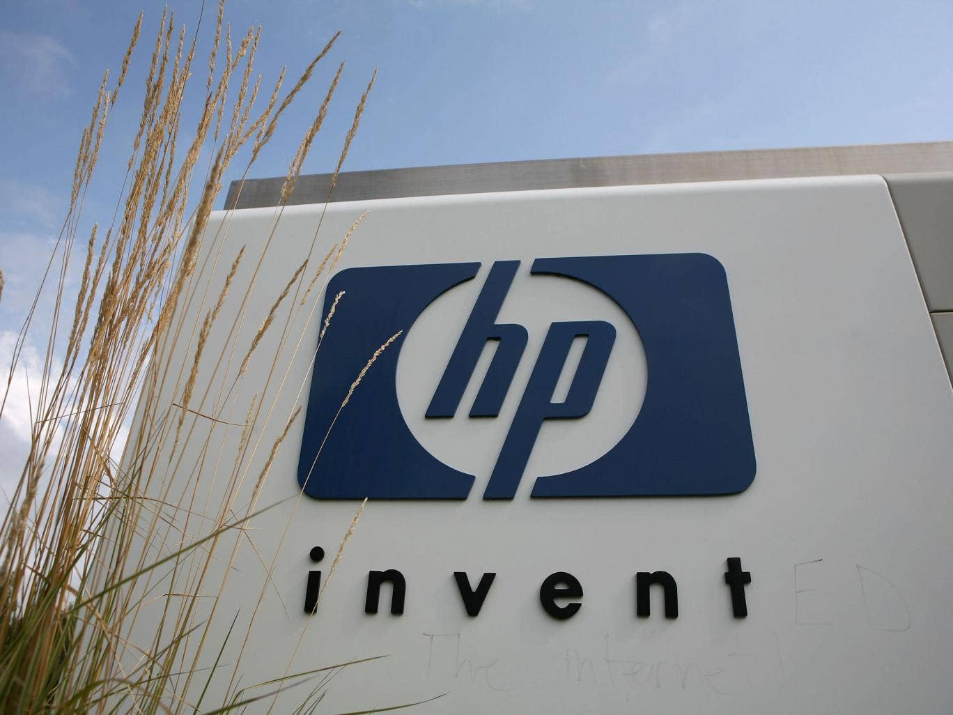 Hewlett-Packard was paid £140m a month last year by the Department of Work and Pensions and the Ministry of Justice