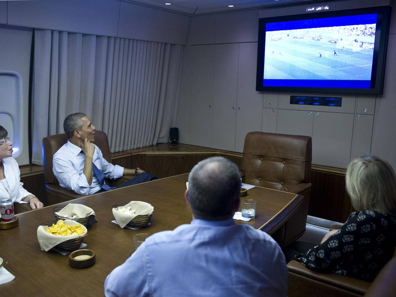 US President Barack Obama and Senior Advisor Valerie Jarrett (L) watch the 2014 World Cup match between the US and Germany while en route to Minnepolis