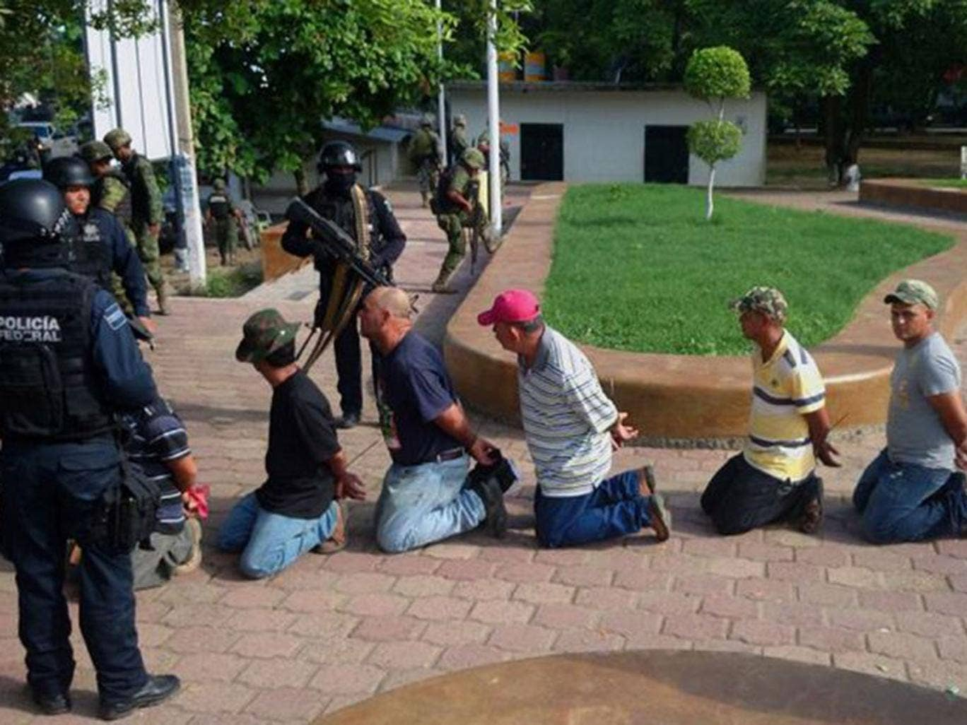 Mexican federal police arrest more than 100 members of self-defence groups in Michoacán state last week