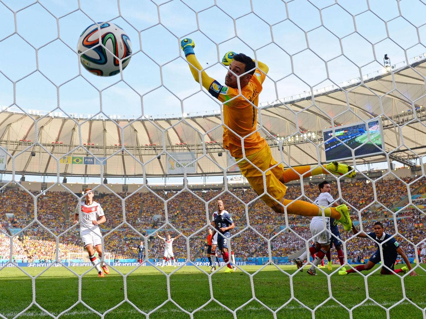 Mats Hummels heads past Hugo Lloris for the only goal of the game