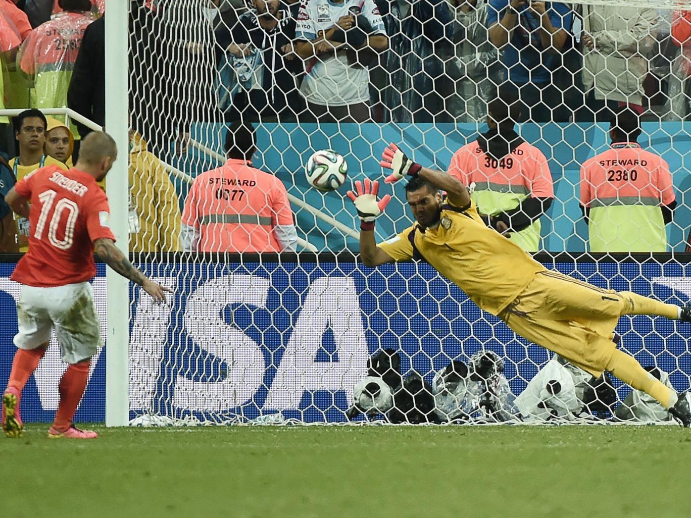 Sergio Romero saves Wesley Sneijder's penalty