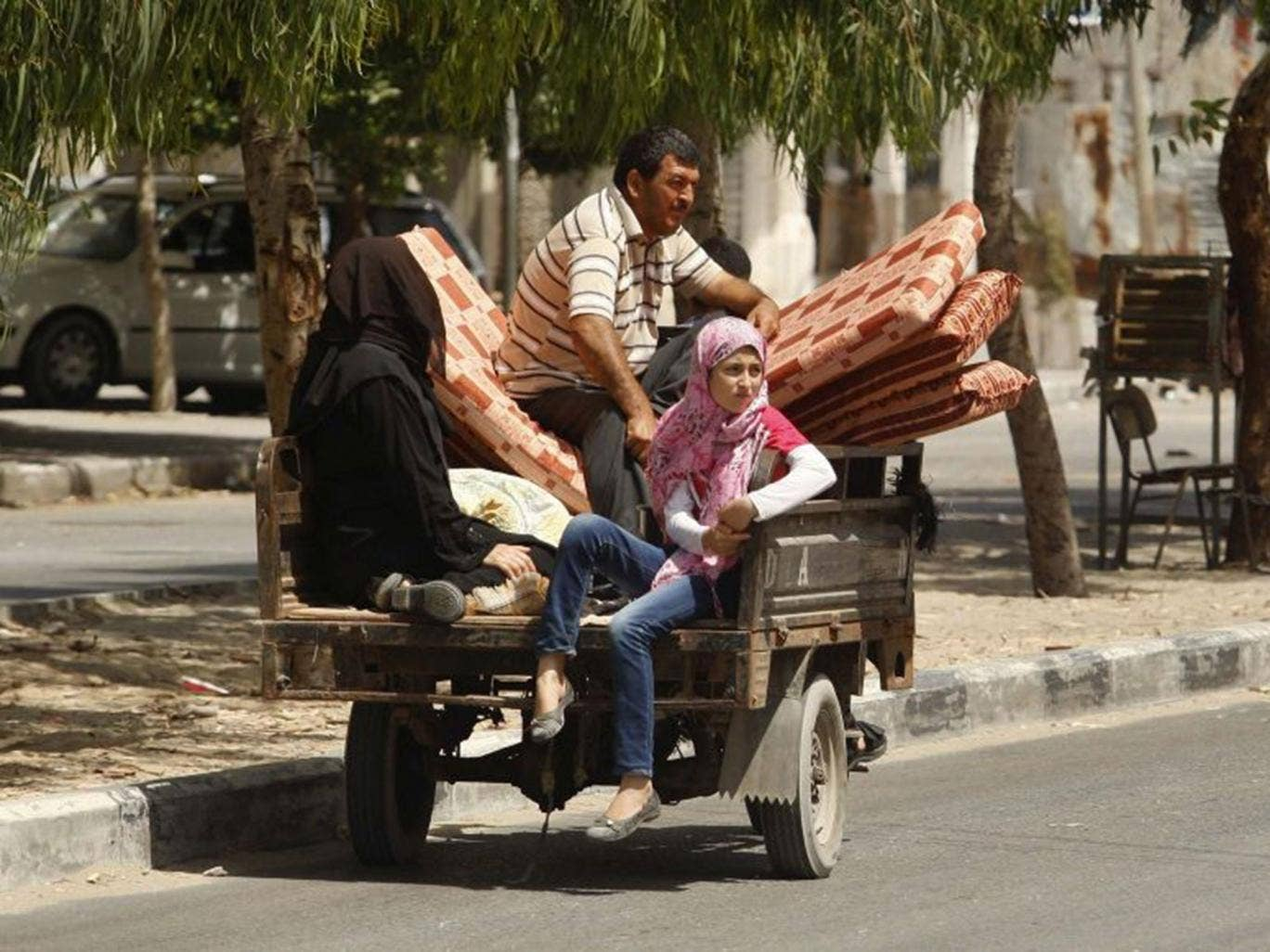 Palestinian refugees flee the conflict