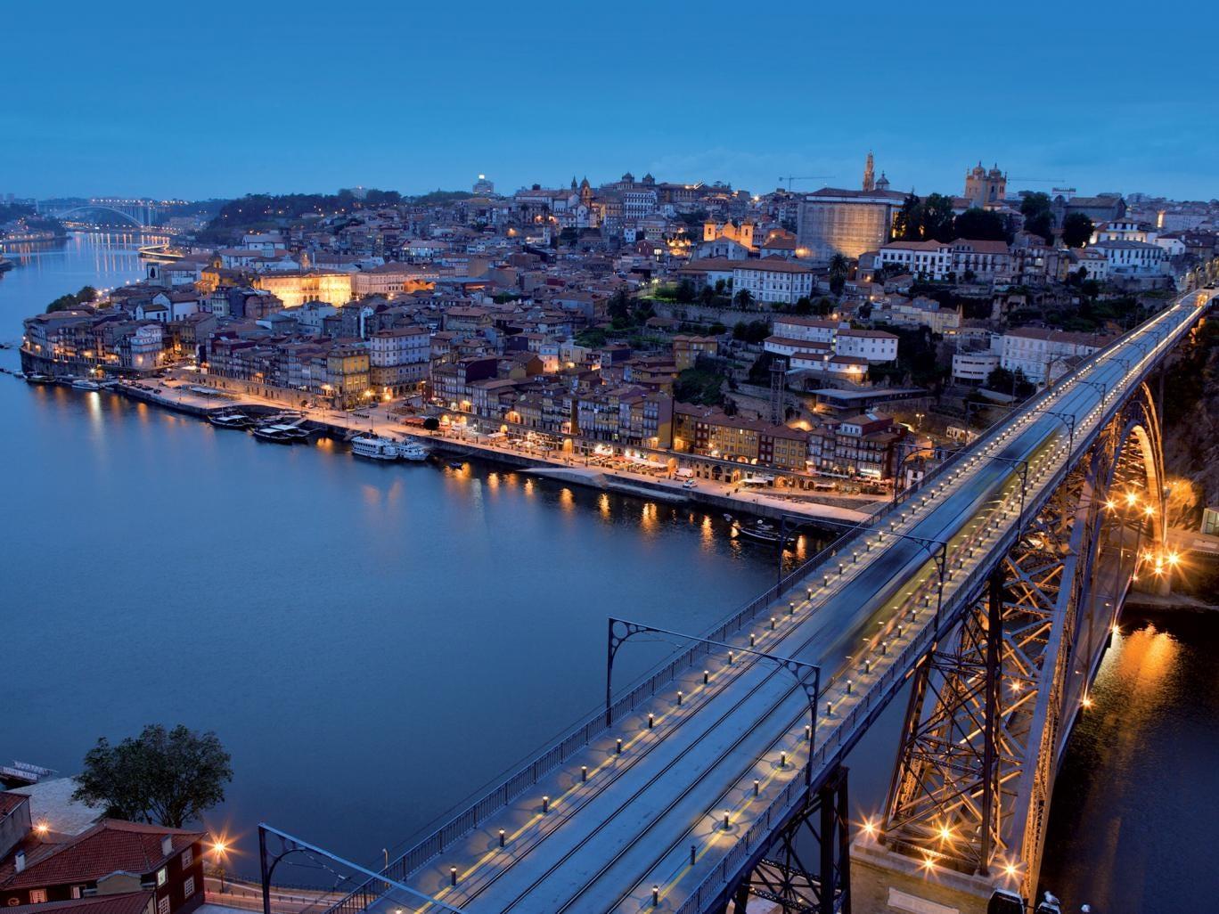 One of the lines on the Metro do Porto network crosses the Dom Luis bridge