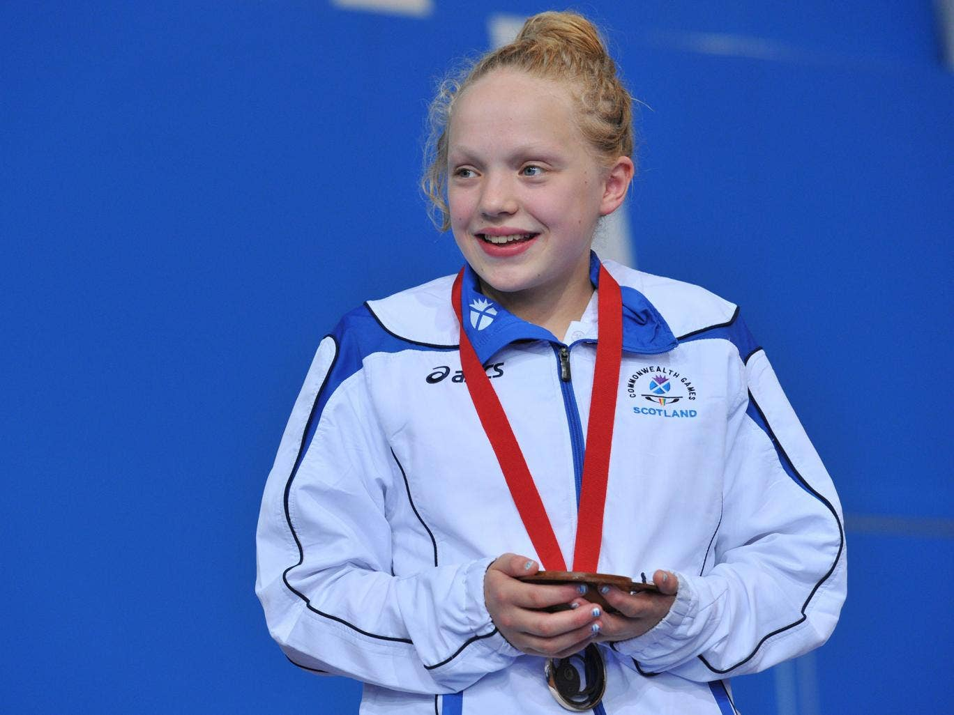 13-year-old Erraid Davies with her bronze medal at the Commonwealth Games