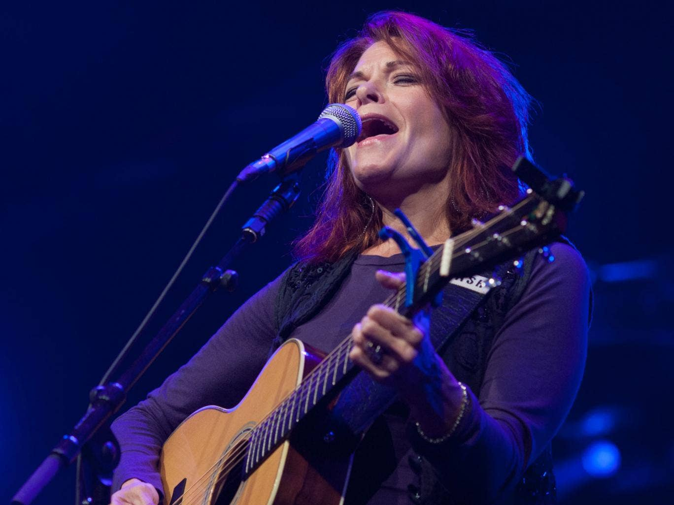 Rosanne Cash, the oldest daughter of Johnny, performing