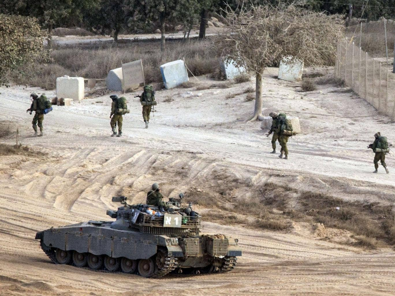 Israeli soldiers walk along Israel's border with the Gaza Strip, on August 4, 2014