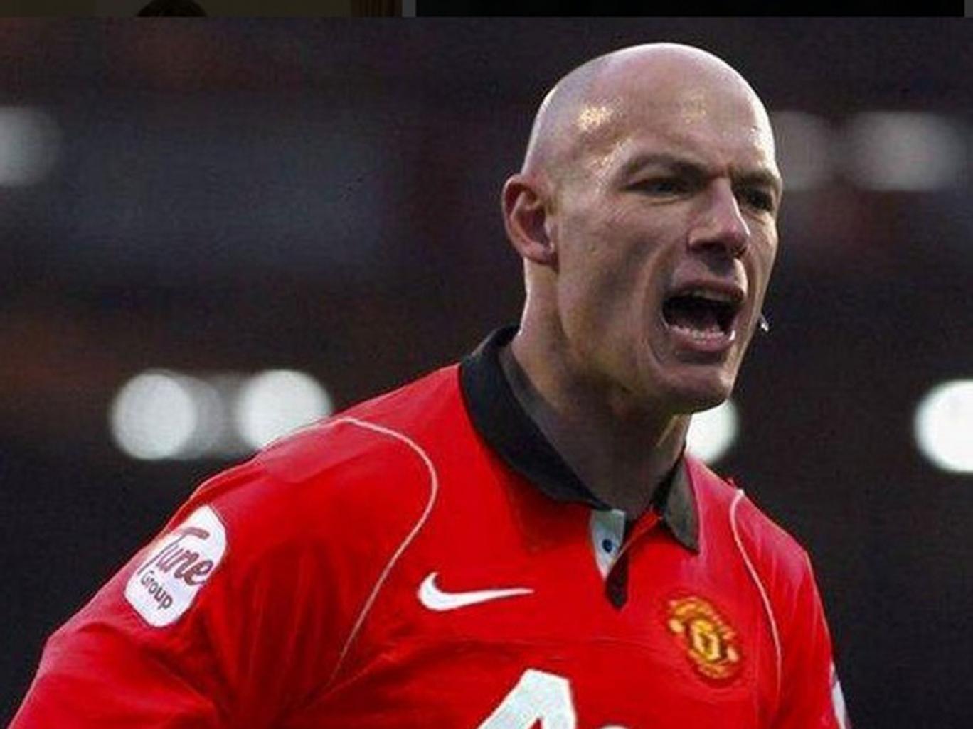 Webb in a 'United' shirt...