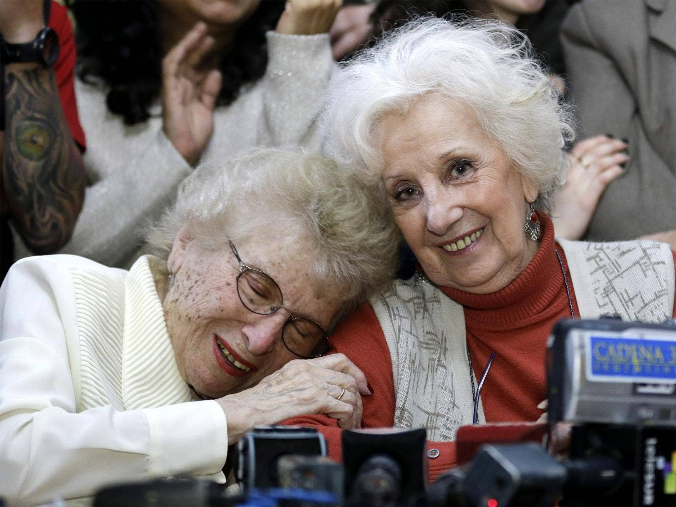 Human rights activist Estela de Carlotto (right) hugs Rosa de Roisinblit at a news conference in Buenos Aires