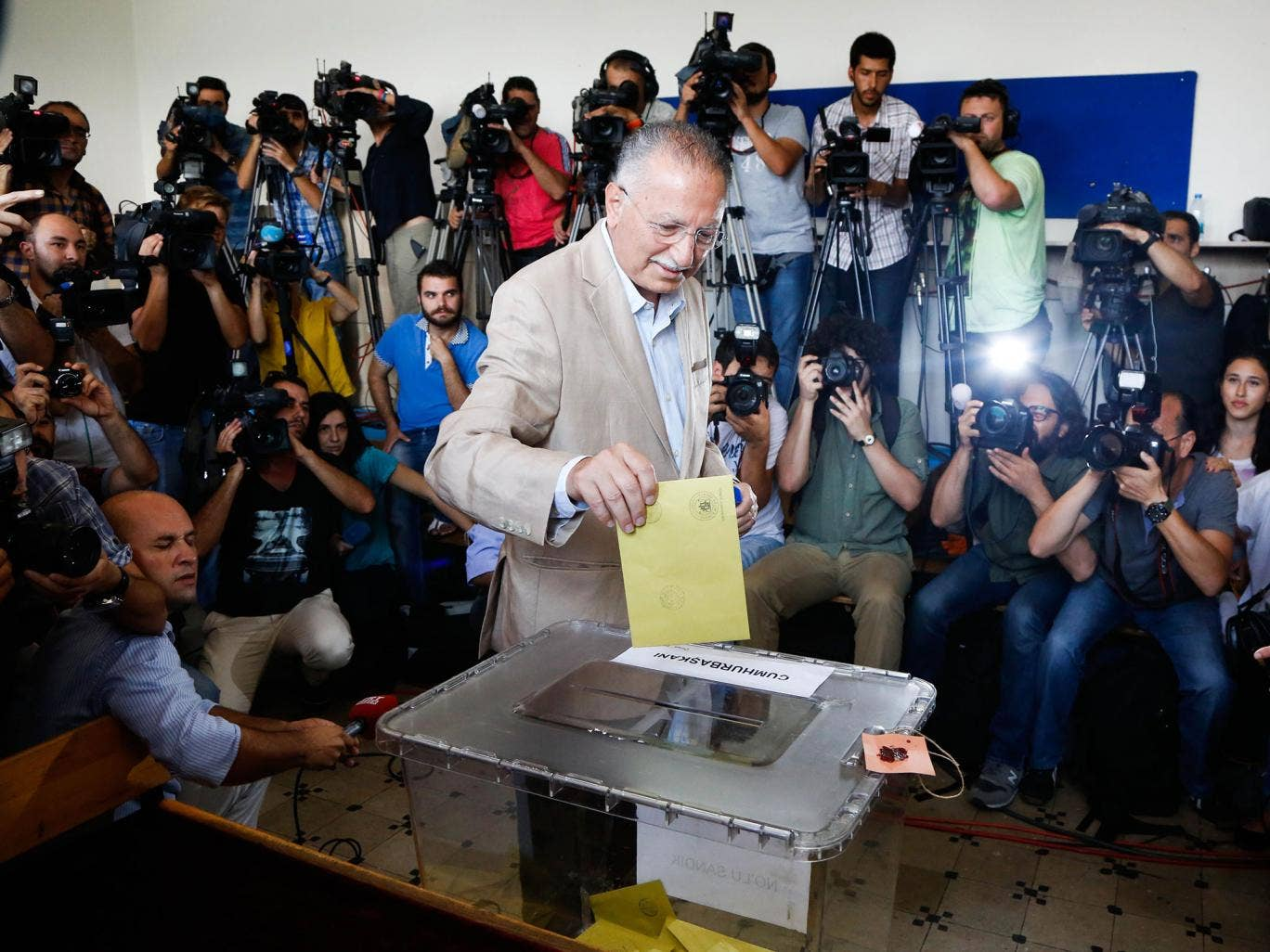 Recep Tayyip Erdogan casts his vote