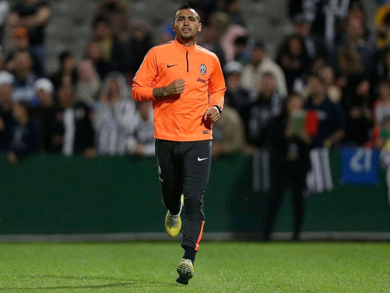 Arturo Vidal's agent is due to meet Louis van Gaal this week over a proposed move to Manchester United