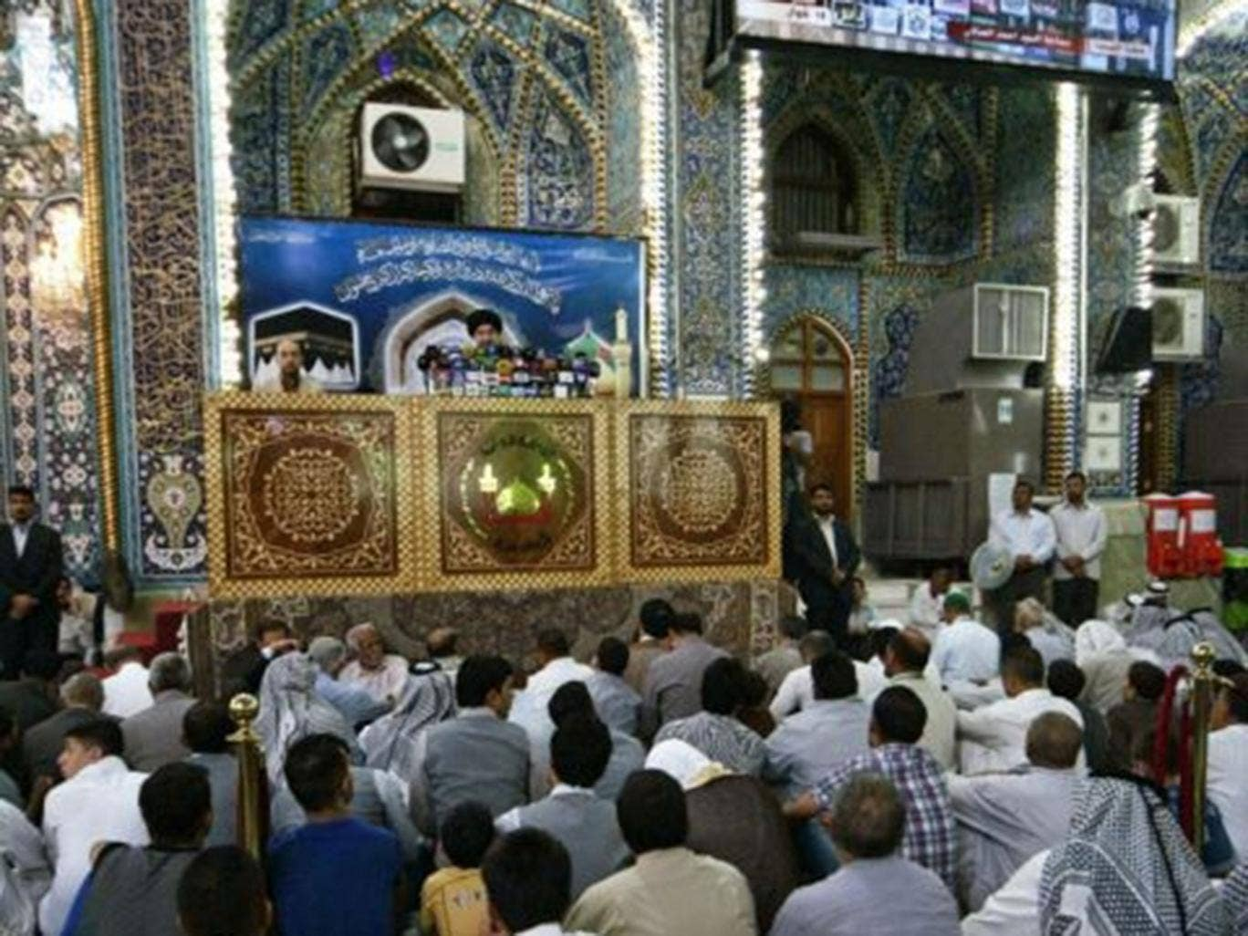 Iraqi Shiites attend Friday prayers at the Imam Hussein shrine in Karbala, southern Baghdad, Iraq, 15 August 2014. Iraq's top Shiite cleric Ali al-Sistani on 15 August 2014 threw his weight behind prime minister-designate Haider al-Abadi, calling on the c