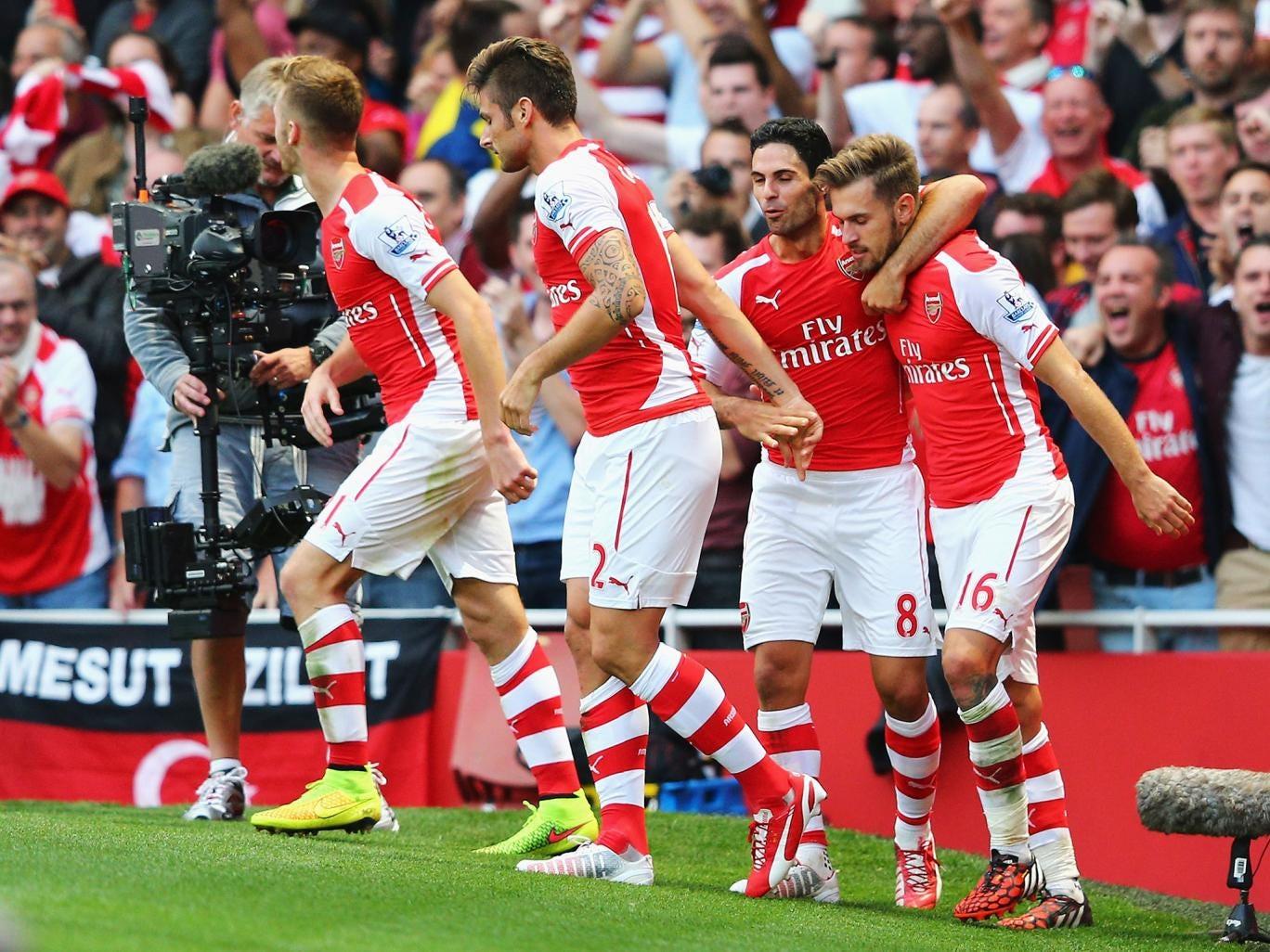 Arsenal celebrate Aaron Ramsey's late winning goal to make it 2-1