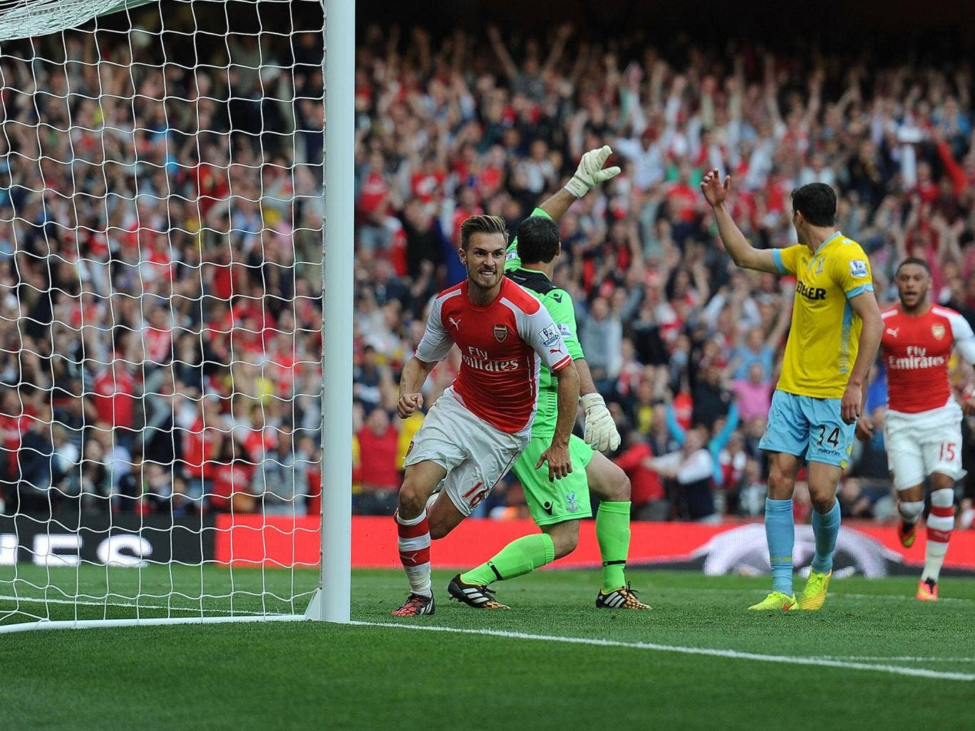 Aaron Ramsey knocks in the winning goal to give Arsenal a 2-1 victory over Crystal Palace