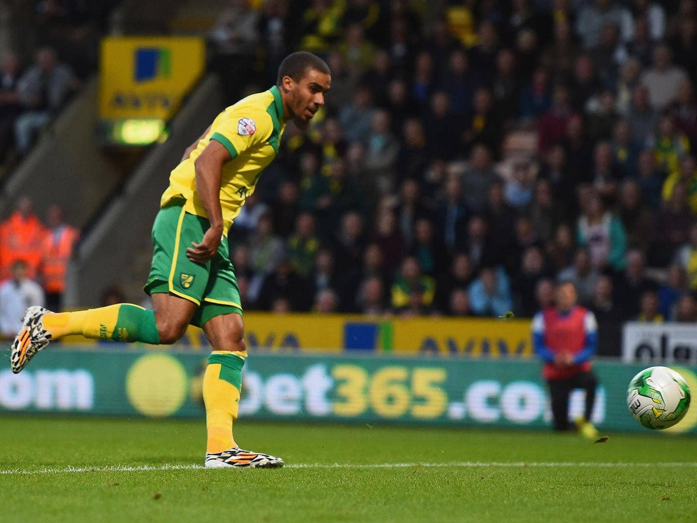 Lewis Grabban scored the winner as Norwich beat local rivals Ipswich Town