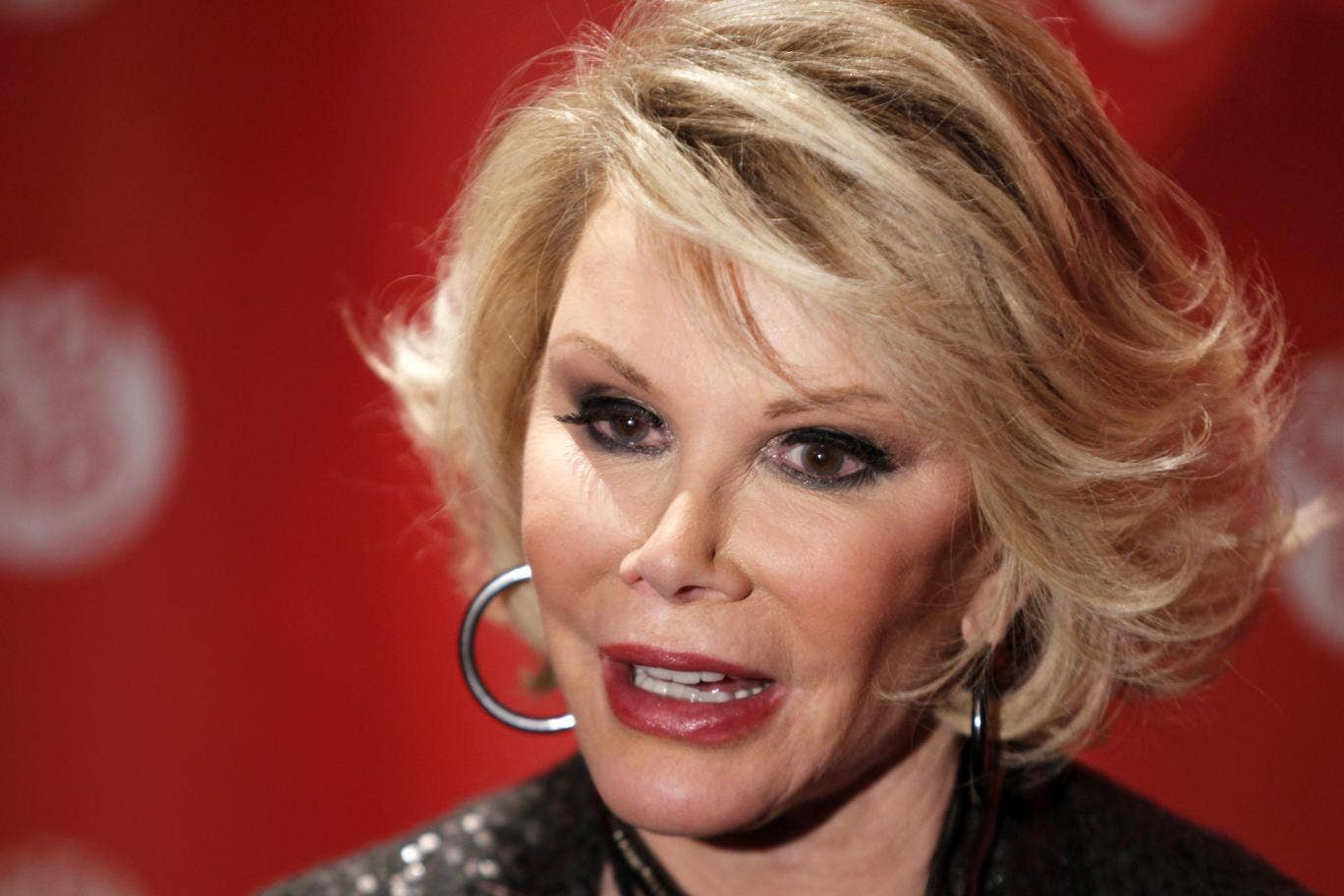 Joan Rivers has reportedly been hospitalised after she stopped breathing during surgery