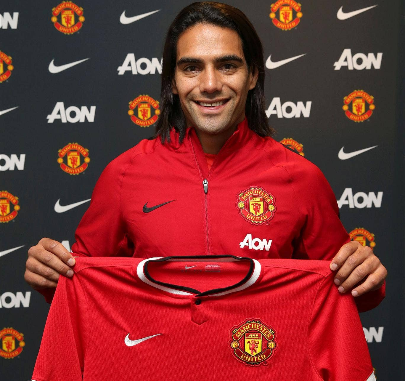 Radamel Falcao poses with his United shirt
