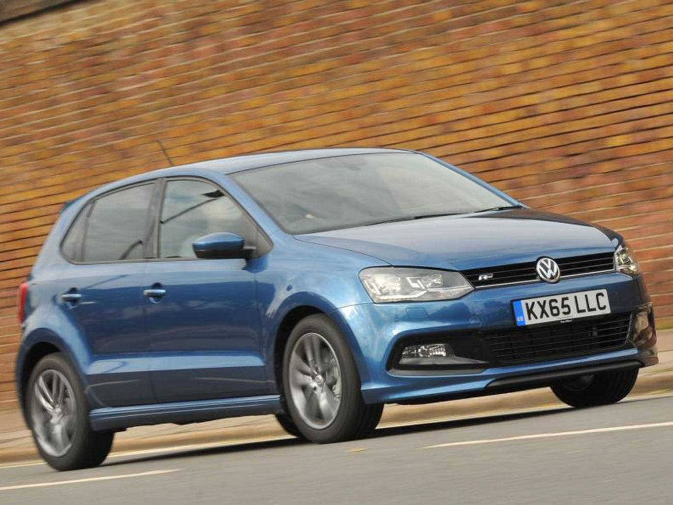 2015 volkswagen polo r line 1 0 110 motoring review this model sits at the top of the polo. Black Bedroom Furniture Sets. Home Design Ideas