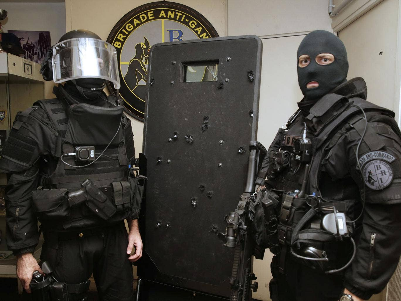 how to make a riot shield out of plexiglass