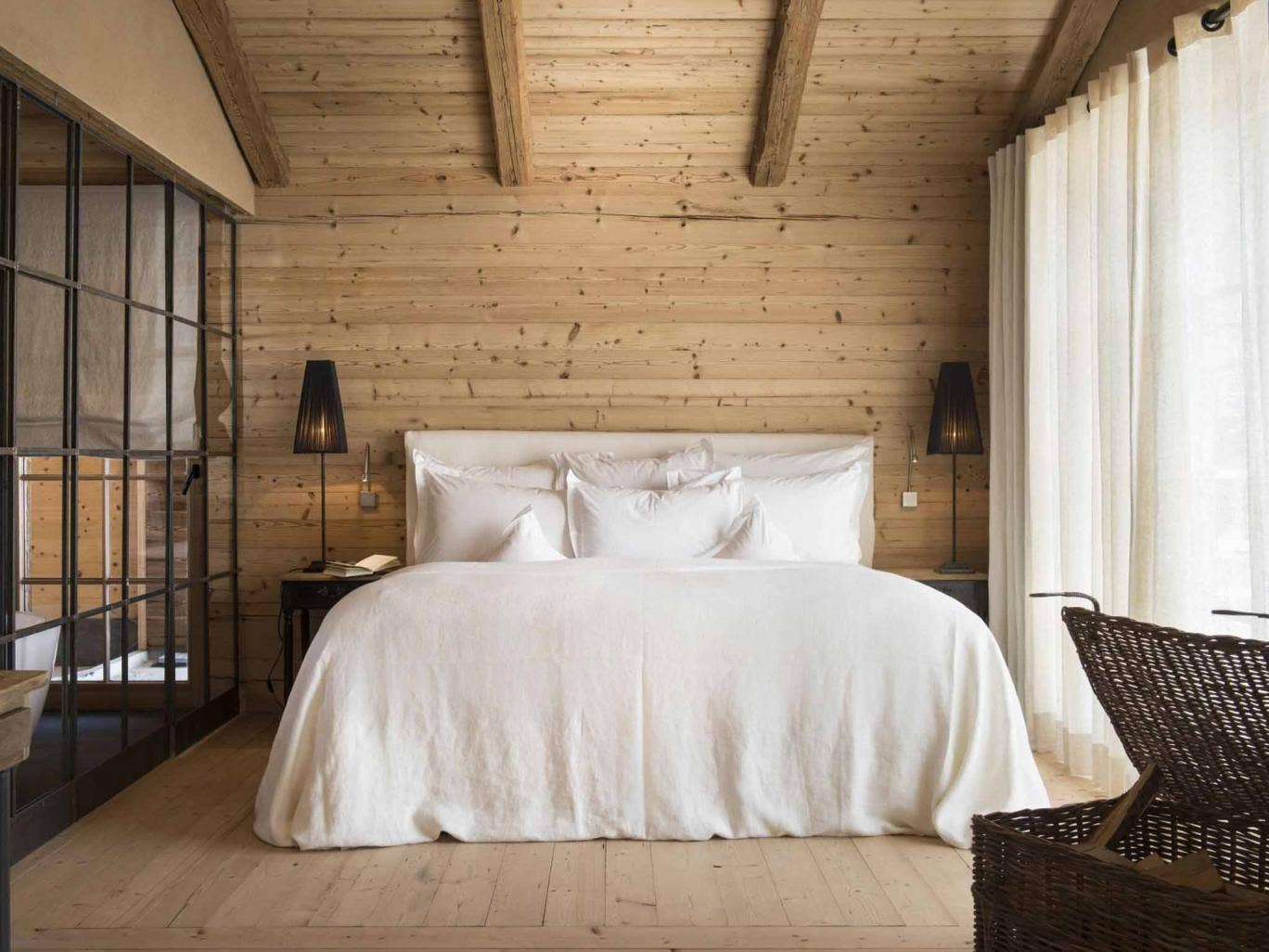 destinations with ekanem italian ski hotels tree houses floor to ceiling windows and hearty food. Black Bedroom Furniture Sets. Home Design Ideas