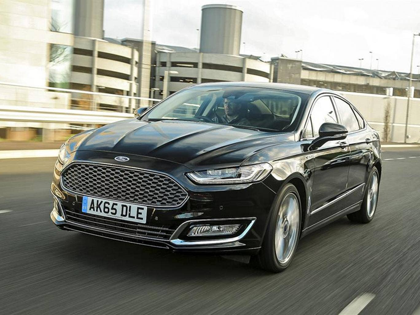 2015 ford mondeo vignale 2 0 tdci 210 powershift car review upmarket model aimed at bmw and. Black Bedroom Furniture Sets. Home Design Ideas