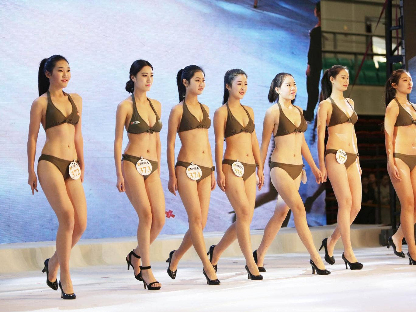 Model and flight attendant audition, Qingdao, China - 28 Dec 2015