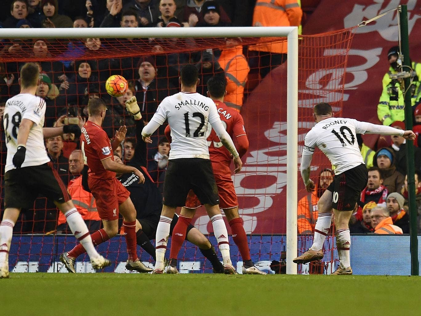 Wayne Rooney scores the winner