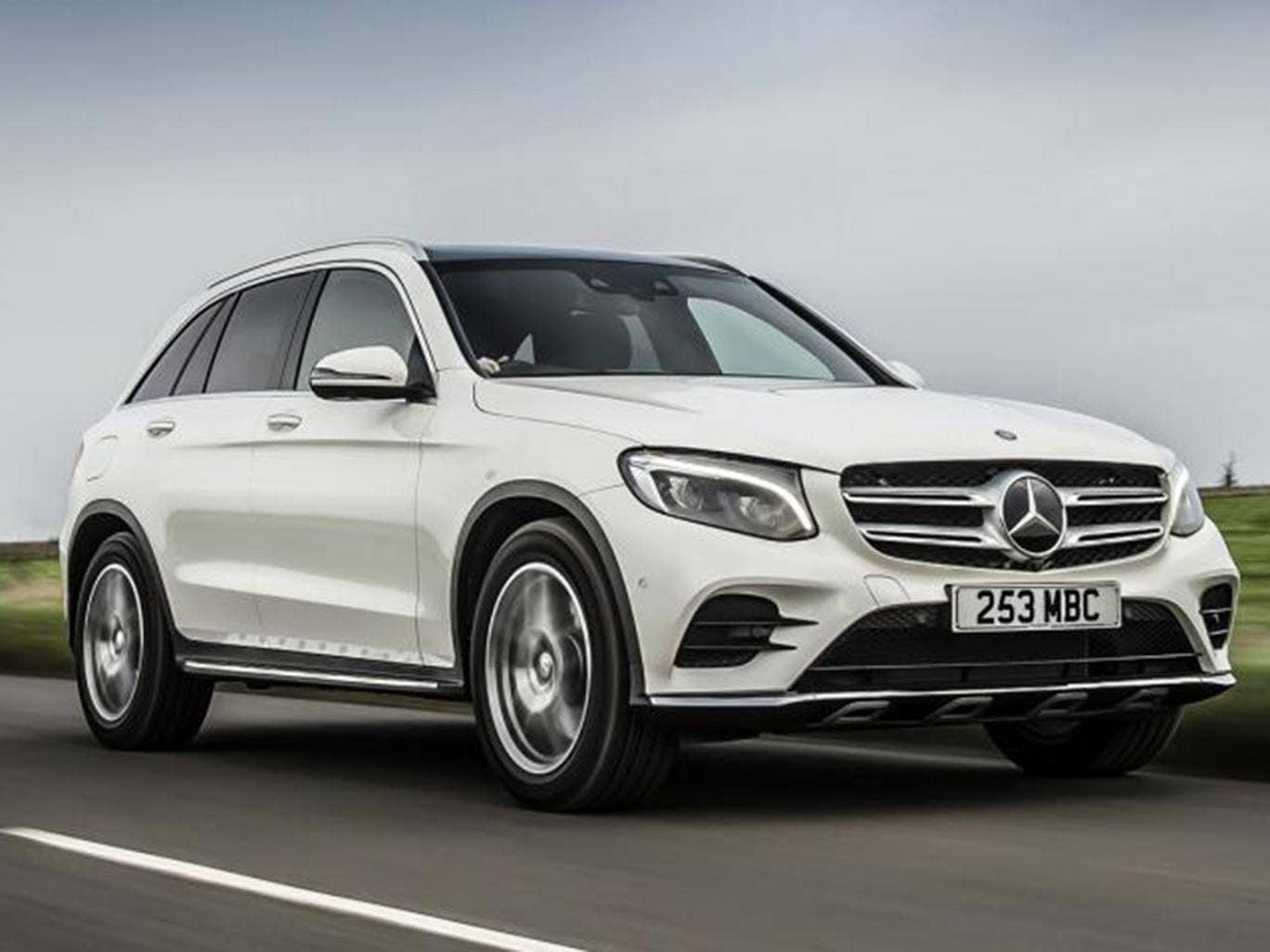 mercedes glc 250d 4matic amg line car review stylish suv takes aim at bmw x3 road tests. Black Bedroom Furniture Sets. Home Design Ideas